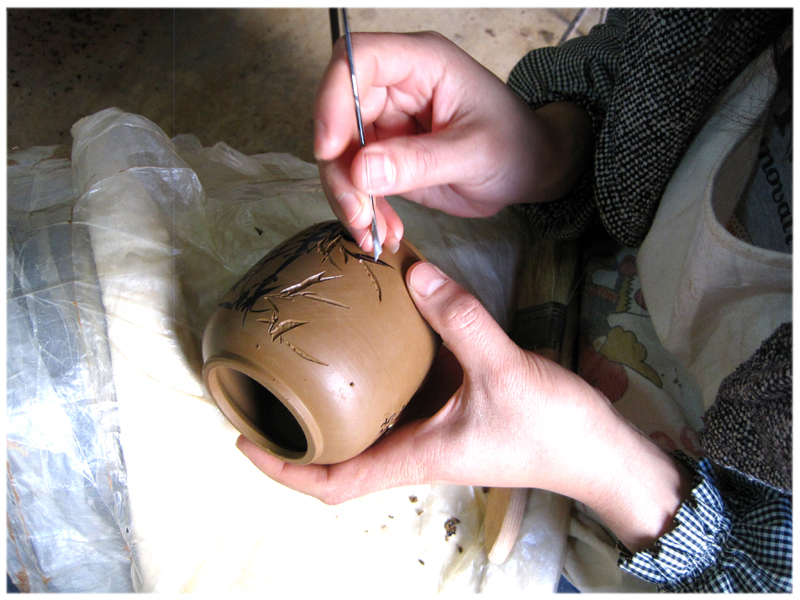 making Yunnan clay container.jpg